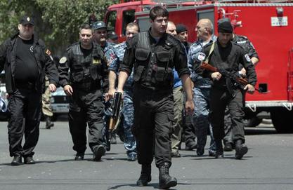 Сад јерменски отпораши као таоце држе два лекара, медицинског брата и сестру