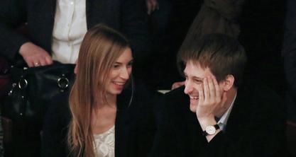 Едвард Сноуден у Москви са девојком