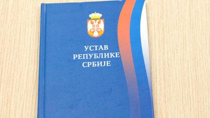 Устав Републике Србије - муке са латиничним писмом српског језика